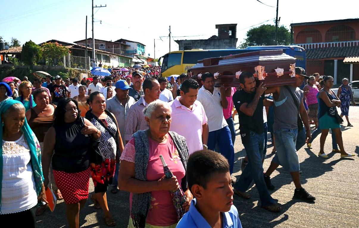 Demandan familiares y amigos justicia para el sacerdote Iván en Las ...