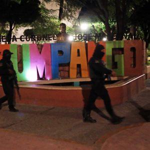 Policías estatales en el lugar de la balacera de la noche de este miércoles en Zumpango. Foto: José Luis de la Cruz