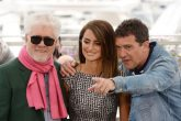 """20052019-18 May 2019, France, Cannes: Spanish director Pedro Almodovar (L-R), Penelope Cruz and Spanish actor Antonio Banderas attend the photocall for """"Pain and Glory"""" during the 72nd Cannes International Film Festival at the Palais des Festivals. Photo: Frederick Injimbert/ZUMA Wire/dpa"""