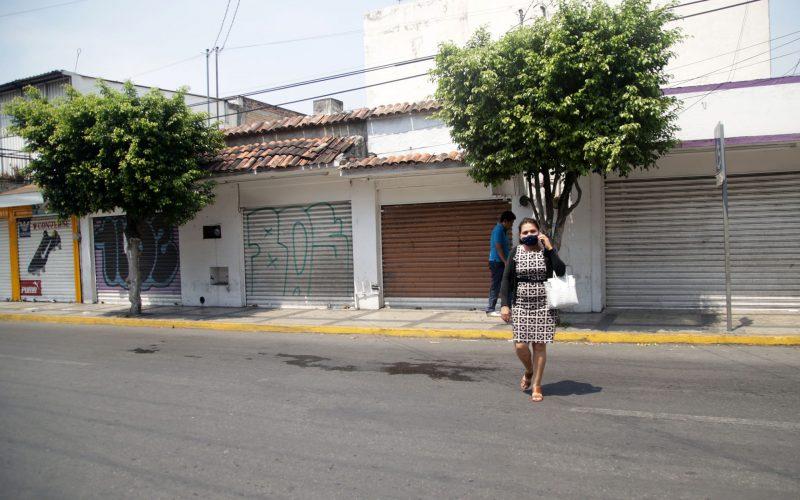 jnt-Alvarez-cerrados-negocios-Covid.jpg: Chilpancingo, Guerrero 27 de mayo del 2020// Negocios cerrados en la avenida Álvarez, por la pandemia del Covid-19. Foto: Jessica Torres Barrera