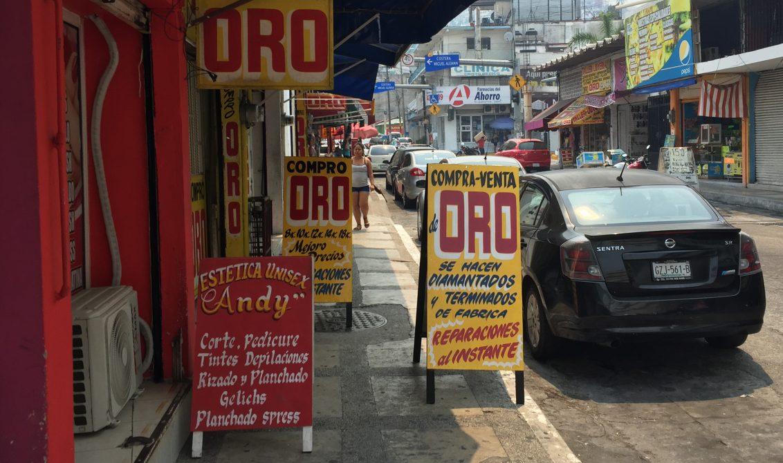 Acapulco, Gro/21Mayo2020/ Varios locales de venta y compra de oro permanecen abierto en el Centro de Acapulco. Foto: Jesús Trigo