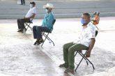 22 de Mayo del 2020 Acapulco, Guerrero. Comisarios de diferentes comunidades de Acapulco esperan la entrega de fertilizante en el gimnasio Jorge Campos de Ciudad Renacimiento. Foto: Carlos Alberto Carbajal