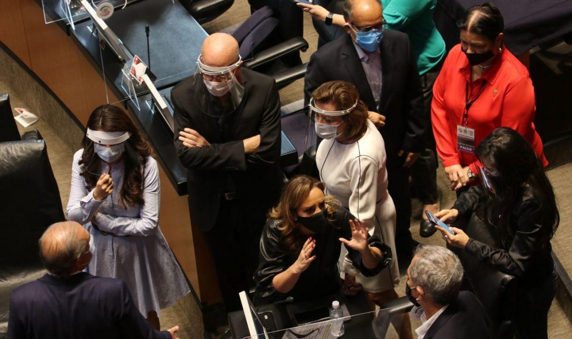CIUDAD DE MÉXICO, 28JUNIO2020.-Se llevó a cabo la Sesión permanente en materia de la discusión sobre el T-MEC y la aprobación de una sesión extraordinaria. El acto se realizó en el pleno del Senado de la República. FOTO: GRACIELA LÓPEZ /CUARTOSCURO.COM