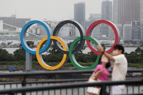 (200717) -- TOKIO, 17 julio, 2020 (Xinhua) -- Imagen del 17 de julio de 2020 de los Aros Olímpicos en el Parque Marino Odaiba, en Tokio, Japón. Los pospuestos Juegos Olímpicos de Tokio se llevarán a cabo en las mismas sedes bajo un calendario casi idéntico al planificado antes de que los Juegos fueran retrasados debido a la pandemia de la COVID-19 en marzo, anunciaron el viernes los organizadores de los Juegos. (Xinhua/Du Xiaoyi) (mm) (da) (dp)