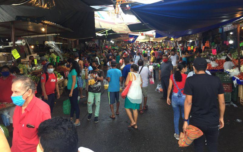 Acapulco,Gro/12Julio2020/ Concurrida de visitantes la calle Feliciano Radilla, en el Mercado central  de Acapulco. Foto: Jesús Trigo