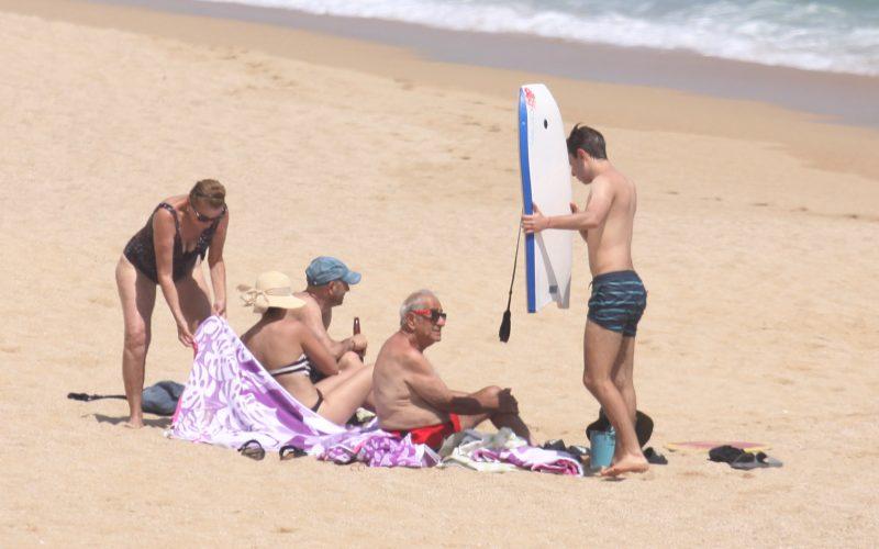 Acapulco,Gro/12Julio2020/  Visitantes la tarde de ayer en la playa Icacos en Acapulo. Foto: Jesús Trigo
