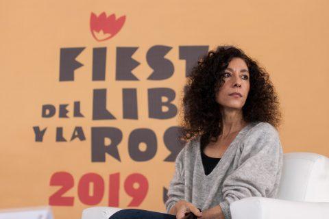 CIUDAD DE MÉXICO, 03MAYO2019.- Leila Guerriero, escritora y periodista, durante la mesa inaugural de la edición 2019 de la Fiesta del Libro y la Rosa de la UNAM. FOTO: GALO CAÑAS /CUARTOSCURO.COM