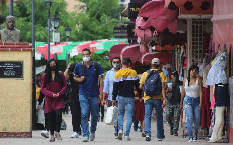 Movilidad en el centro de Chilpancingo durante el semáforo epidemiológico en naranja, que significa máximo riesgo de contagio. Foto: Jesús Eduardo Guerrero