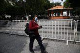 jnt-zocalo-plaza-Covid-cerrados.jpg: Chilpancingo, Guerrero 17 de septiembre del 2020// El Zócalo y la plaza cívica Primer Congreso de Anáhuac fueron cerrados con vallas, por el incremento de casos de coronavirus y tras pasar a semáforo epidemiológico naranja. Foto: Jessica Torres Barrera