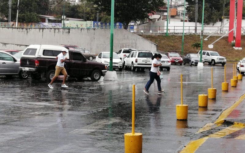 La tarde de este domingo se registró una lluvia ligera en Chilpancingo, lo que causó asombro de los capitalinos. Foto: Luis Blancas Rayo