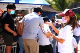 Acapulco,Go/04Enero2021/ Personal de a secretaria de Turismo municipal de Acapulco y del instituto de la Juventud durante a brigada de concientización para usar la medidas sanitaria para prevenir el COVID-19, en la zona de la Quebrada en Acapulco Foto: Jesús Trigo