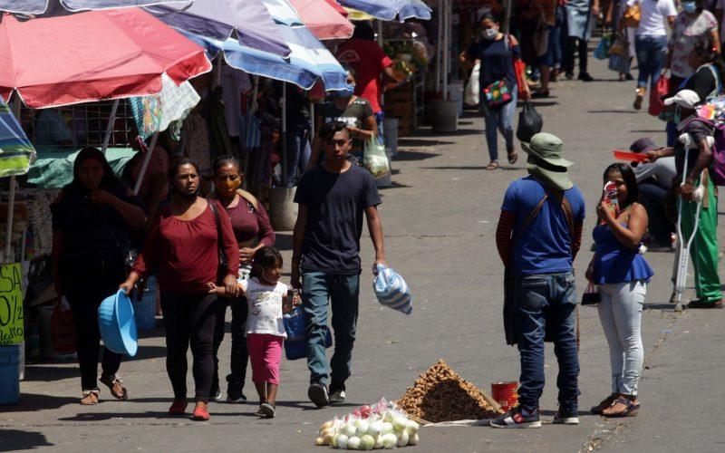 jnt-medidas-prevención-Covid-19.jpg: Chilpancingo, Guerrero 04 de marzo del 2021// Relajan las medidas para la prevención del Covid-19, en la calle 21 de Marzo.  Foto: Jessica Torres Barrera