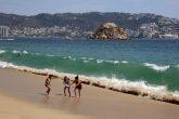 6-Abril 2021 Acapulco, Gro. Ayer aun continuaba el oleaje elevado en las playas de Acapulco, la imagen en la playa El Morro. Foto: Carlos Alberto Carbajal