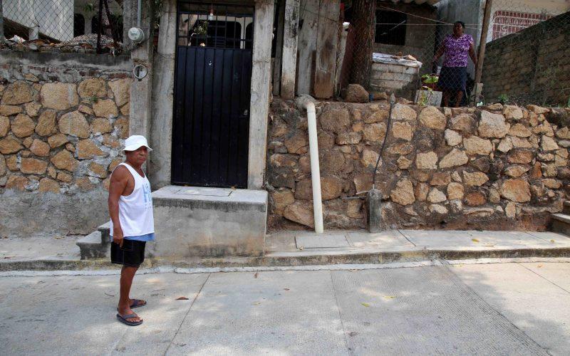 6 de Mayo del 2021 Acapulco, Guerrero.   Vecinos de la colonia Alta Icacos denunciaron la falta de agua y  por lo que se ven obligados a comprar pipas. Foto: Carlos Alberto Carbajal