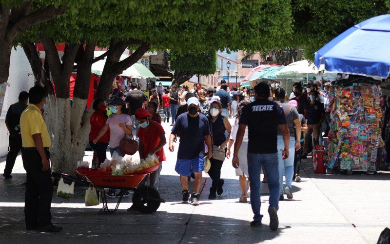 Chilpancingo Gro, 3 de agosto 2021. // Pese a ser uno de los municipios con mas casos por Covid habitantes de Chilpancingo mantienen las aglomeraciones en el centro de esta ciudad capital. // Foto: Jesús Eduardo Guerrero