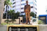 Acapulco,Gro/11Octubre2021/ La estatua colocada del comediante de televisa. Eugenio Deerbez la glorieta para llegar al hotel Copacabana en Acapulco. Foto: Jesús Trigo